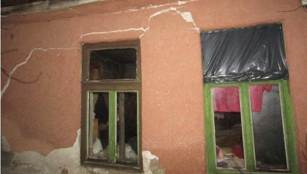 Szétrepedt egy családi ház Monoron