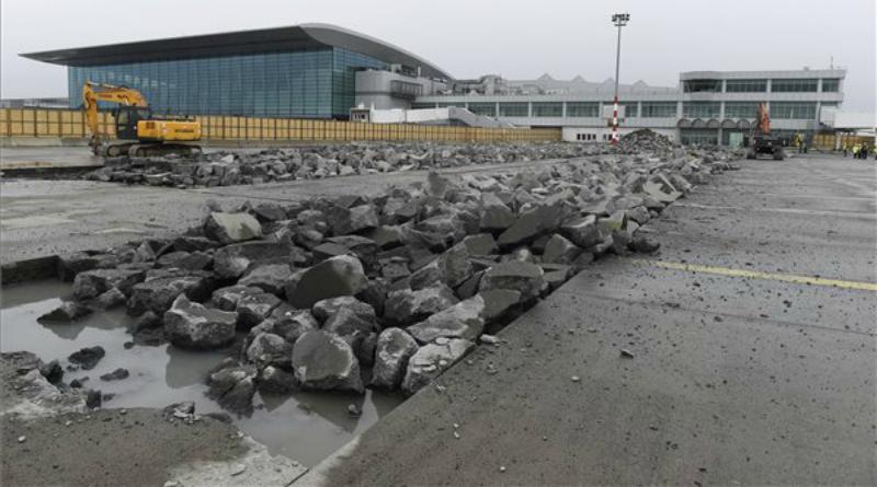 Megkezdődött az új utasmóló építése a reptéren