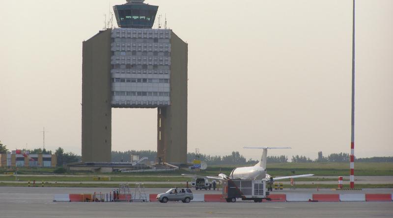 FOTÓ! Így törik a betont a reptéren