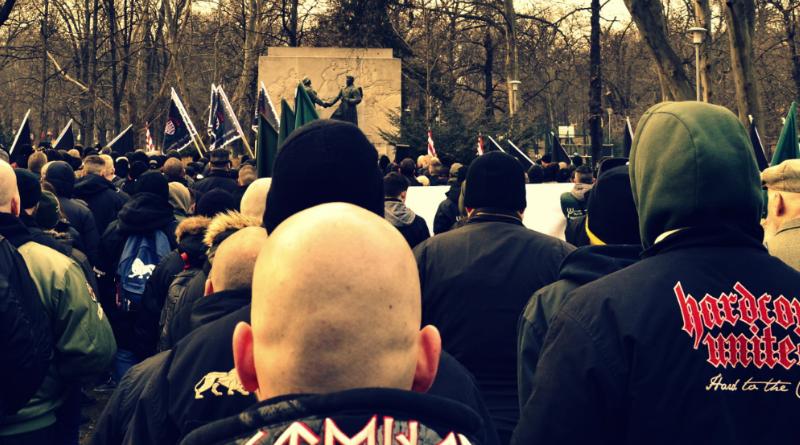 Vecsésen bontanak zászlót a radikálisok