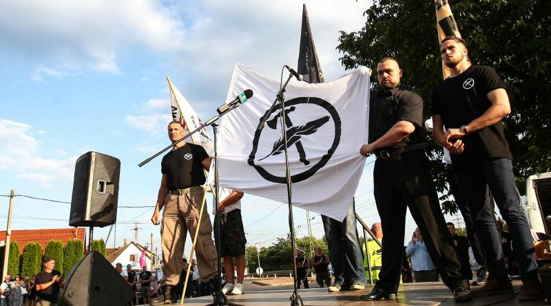 Zászlót bontott a szélsőjobb Vecsésen