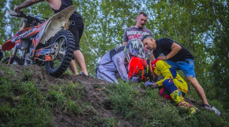 Csuklótörés és agyrázkódás a gyáli Motocross futamokon