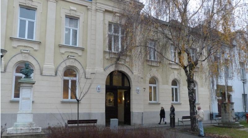 Átadták a felújított bírósági épületet Monoron