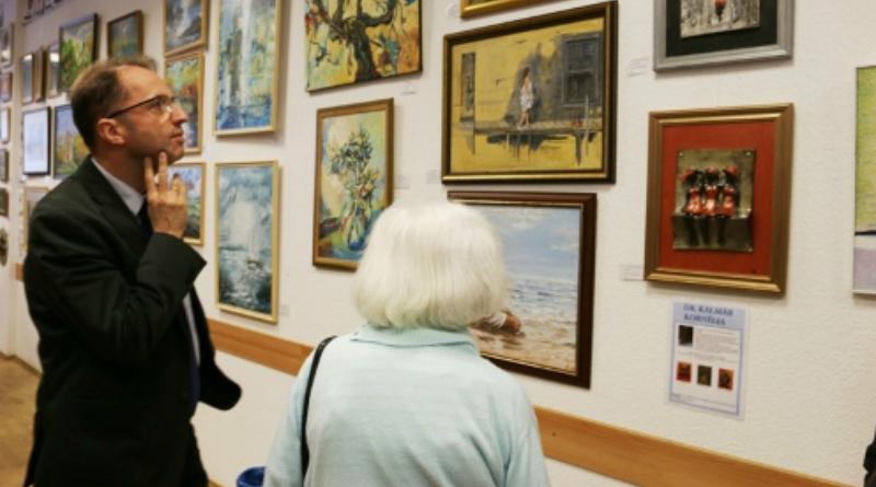 Vecsési művészek alkotásai a megyeházán