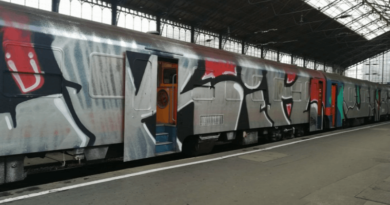 összefestett vasúti kocsi