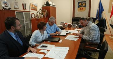 A szerződés aláírása az AIRVENT képviselőivel