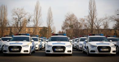 Új rendőrautók a 2017. decemberi átadáson