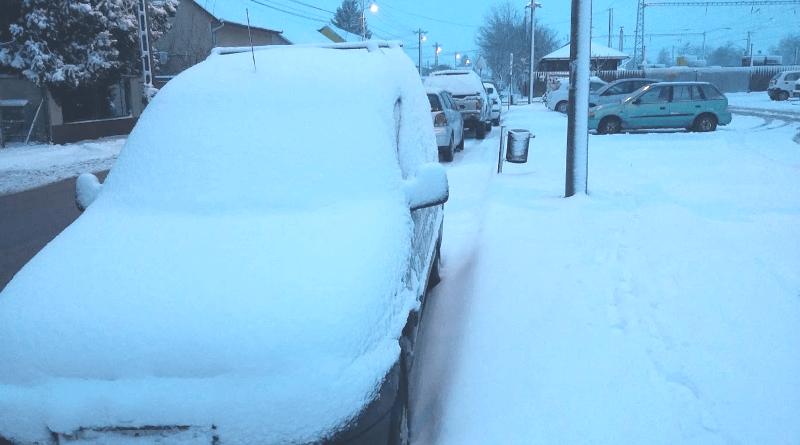 hóval borított autó Gyömrőn