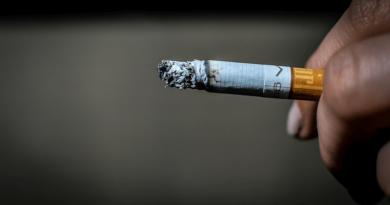 füstölő cigaretta