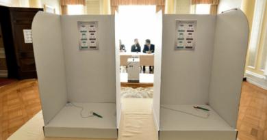 szavazófülke a londoni külképviseleten
