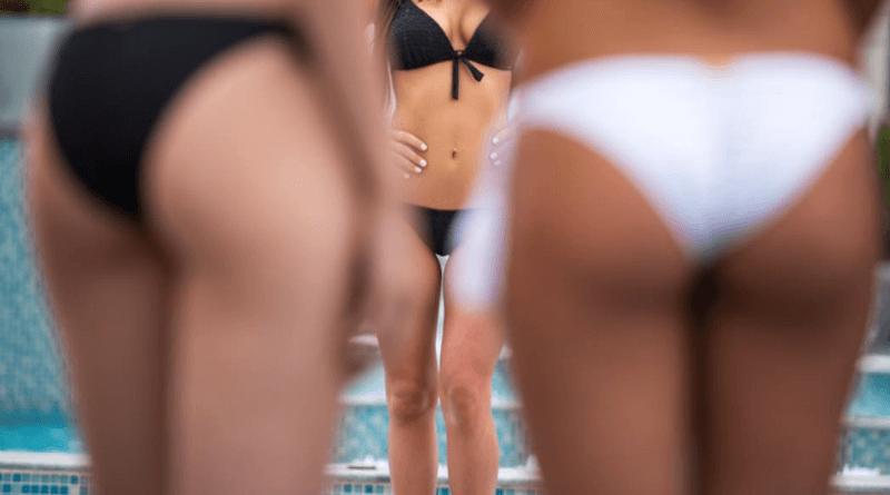 bikinis nők